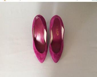 25% OFF SALE... magenta suede kitten heels | 80s pumps | size 8
