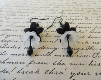 Black And White Lucite Flowers And Crystals Drop Earrings