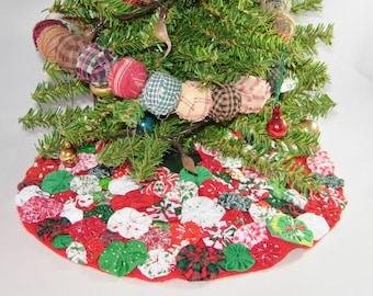 Christmas Tree Skirt, Miniature Size, Red, Green, White Fabric YoYos
