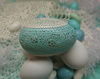 Carved Peek-a-boo Lace Egg: Robin's Egg Blue and White Goose Egg