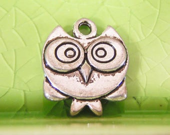 20 silver owl charms pendants crazy wide eye wise old bird kawaii double-sided fantasy fairytale Once Upon a Time 17mm x 15mm - C1029-20
