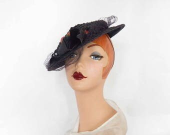 1930s tilt hat, vintage 30s navy blue straw, velvet underbrim, Bernays