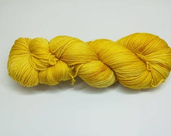 "Semisolid hand dyed yarn - Light Fingering 3 ply superwash 19 micron merino yarn, Boniqueta base - Colourway ""Sunrise"""