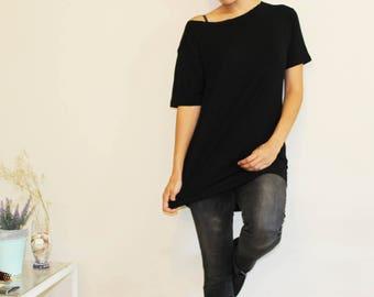 A casual Black t shirt // soft t shirt // unisex shirt