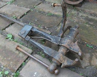 Antique blacksmith's Leg vice, 20 kg Vise, forge use Farrier