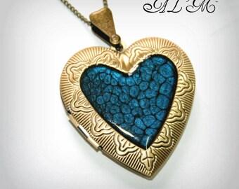 Bronze heart pendant with dark blue Center (p)