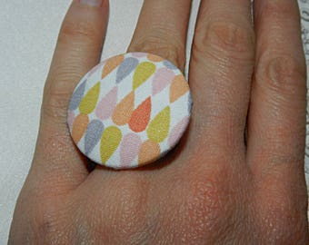 Adjustable ring in pink drip fabric