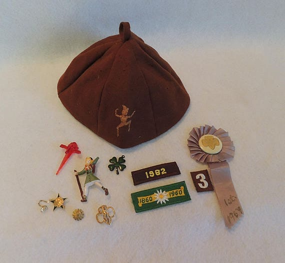 Vintage Girl Scout Brownie 11 pc Lot 1940's-80s.. Beanie, Rosette, Pins, Badges