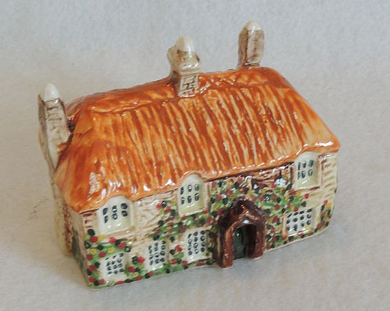 Vintage Miniature English Hand Painted Ceramic Pottery Cottage.. England