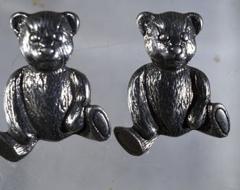2 Danforth Pewter Realistic Teddy Bear Vintage Buttons.