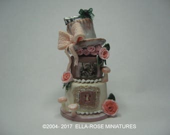 12th Scale Miniature Alice In Wonderland Cake