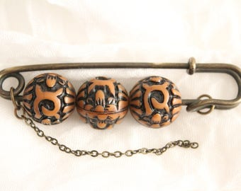 Vintage Carved Beaded Kilt Pin