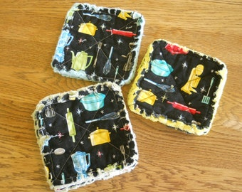 Pair of Rag Quilted Fabric Pot Holders: Retro Kitchen Items (3 variations)