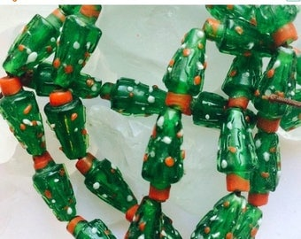"""Great Sale Christmas Tree Beads 3/4"""" x 1/4"""" Red Green Glass 10 Beads"""