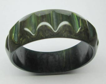 vintage Bakelite bracelet , marbled dark green and carved ,
