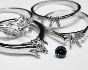 Color-changing Blue Garnet Ring in Silver, 4 mm