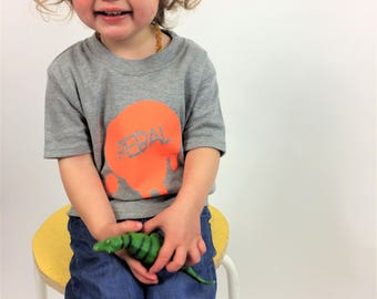 PRE-ORDER Kids Clothes Rebal Light Grey T-shirt Welsh Text Fluorescent Orange Ink