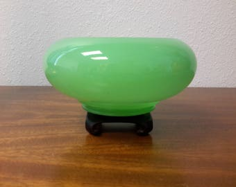 "Antique Cupped Jade Glass Bowl Jobling / Northwood / Fenton 7 1/2"" Diameter"