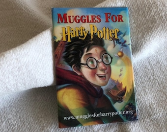 """NOS Harry Potter lapel pin Muggles For Harry Potter Scholastic 1998 3-1/8"""" high"""
