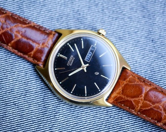 Vintage Citizen quartz watch gold tone case brown leather strap day date function