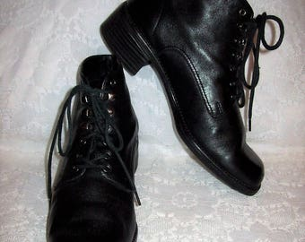 Vintage Ladies Black Lace Up Ankle Boots by Mootsies Tootsie Size 6 Only 9 USD
