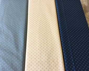Makower uk pattern 8515 in 3 different colours by the half metre