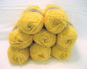 8 Skeins Bucilla Wonder Knit Gold Worsted Yarn Vintage 1970s Creslan Acrylic, Knitting, Crochet Yarn