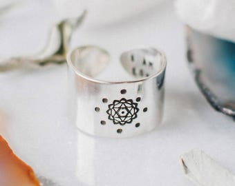 Heart chakra ring with hidden message in sterling silver, wide band chakra ring, spiritual ring, yoga gift for her, chakra jewelry