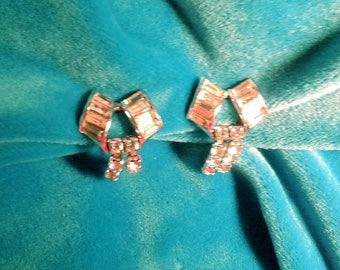 Vintage Rhinestone Dangle Earrings. Screw backs.Like new.