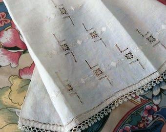 Vintage Linen Fingertip Towel