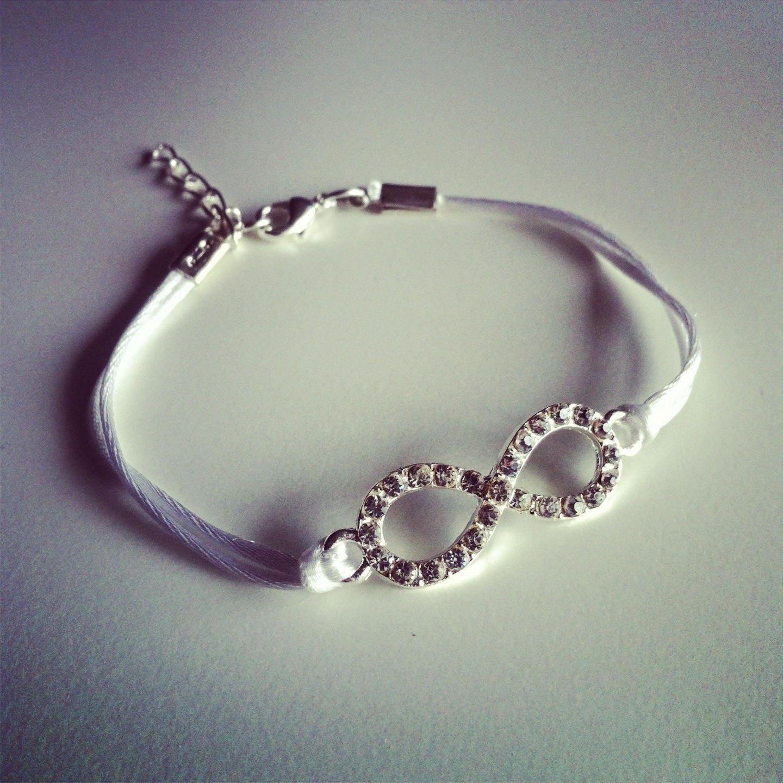 bracelet cordon blanc avec signe infini strass. Black Bedroom Furniture Sets. Home Design Ideas