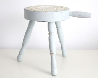 MID CENTURY, Hand Painted Three Leg Wood Stool with Handle by Vermont Wood Specialties with Vintage Crochet Lace Doilie, Step Stool, Rustic