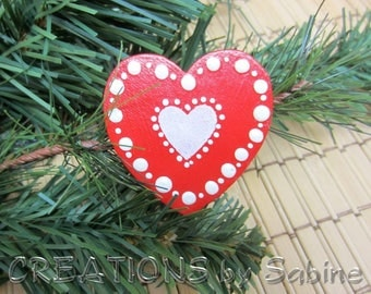 Wooden Heart Brooch Red White Super Cute! Christmas Jewelry Traditional Ornament Look Handmade Wood Painted Folk Vintage FREE SHIPPING (671)