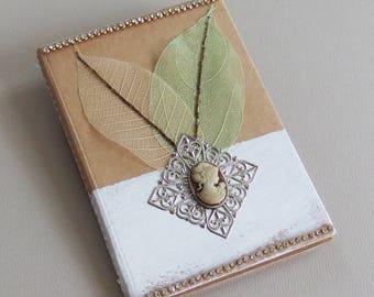 Carnet de Notes Tendance Nature - Strass, feuilles naturelles, cabochon, estampe - Confection fait main - Création d'artiste en pièce unique