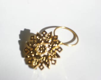 Vintage Scarf Clip - Gold Flower Star Scarf Ring  - Pinless Brooch Slide - Costume Jewelry Brooch 1980s
