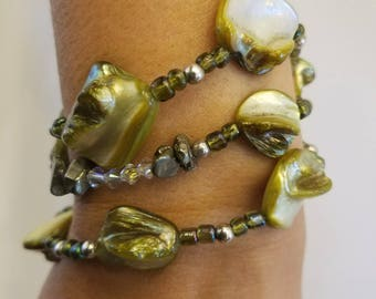 Shell and bead bracelet