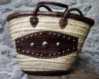 Basket in palm - handles, edges and center piece in leather - baskets - nature - natural fibers - boho style - hippie chic - gypsy style