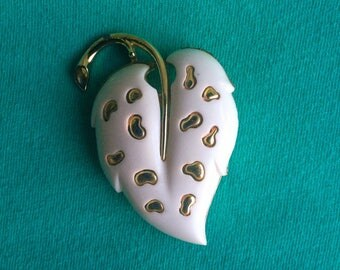 Sarah Coventry White Lucite and Gold tone Brooch/ Lapel Pin FREE SHIPPING