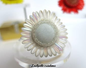 """Ring """"monochrome white Daisy"""" glass cabochon, bead embroidery"""