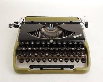 Typewriter Groma Kolibri, Duotone Green Black