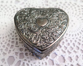 Vintage Silver Tone Heart Jewellery Box - Heart Trinket Box - Embossed Silver Tone Jewellery Box - Lined Box - Love Token - Gift for Her