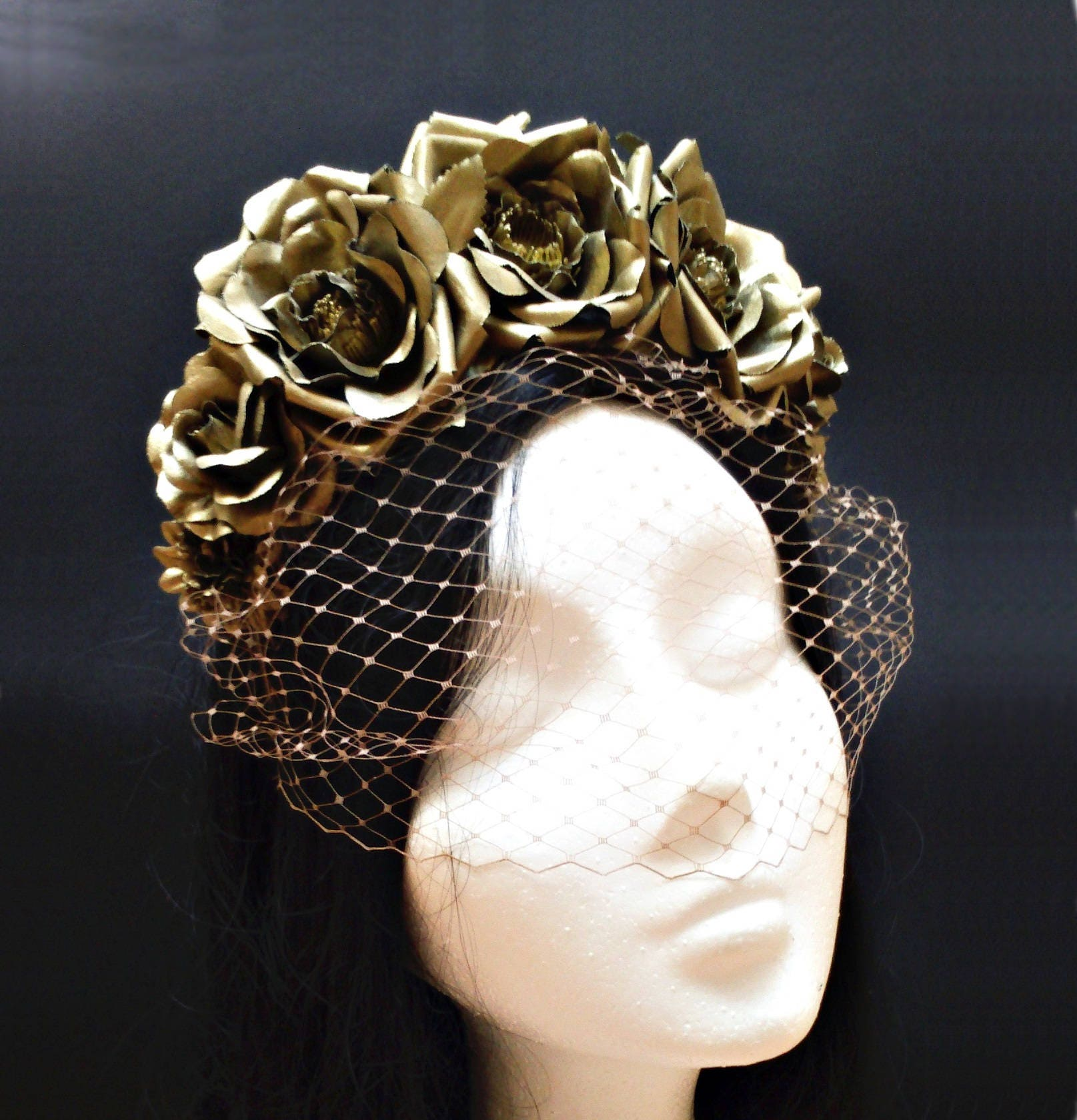 Corona flores y velo · Bridal flower crown with bird cage veil