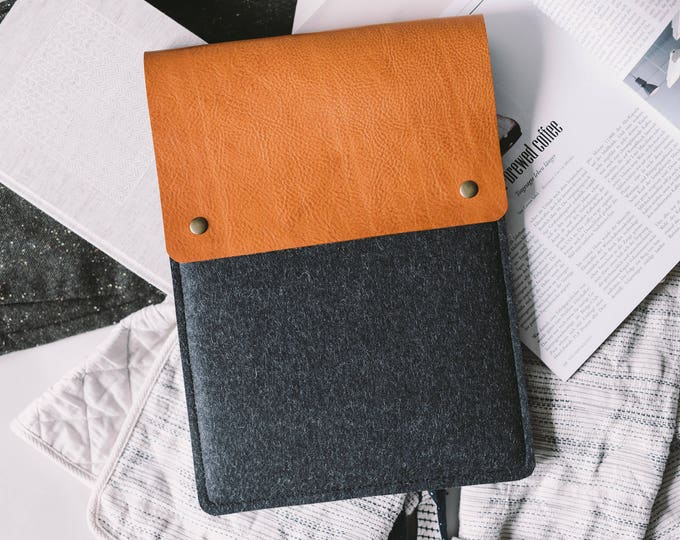 "Case for iPad Pro 10.5, Italian leather, german wool felt, 3 color combination, ""Courier"", by band&roll"