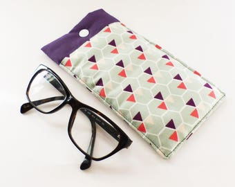 Glasses case, padded, fabric pattern green and purple Triangles