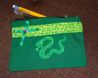 Clutch pin-up 12 x 17 cms snake fabric
