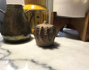 Vintage ribbed pottery weed pot