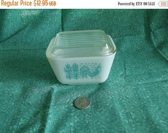 REDUCED 20% - Vintage Pyrex Butterprint Pattern - 501 - Refrigerator Dish  - Turquoise and White Pyrex - Retro Kitchen