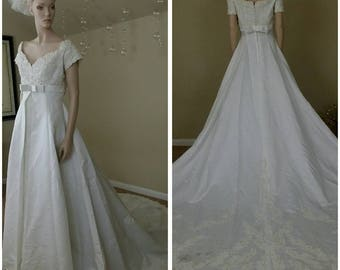 ivory wedding dress with train Beaded and sequins  size 12