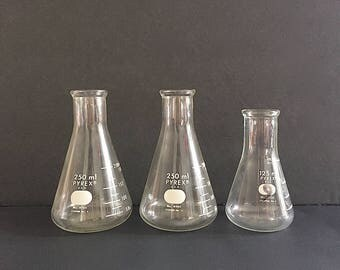 Vintage Chemistry Glass - Pyrex Glass Beakers - Laboratory Glass Measuring Beakers -Chemistry Lab Glassware - Industrial Decor Science Decor