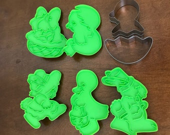 Easter Cookie Cutter Lot of 5 Wilton 1978 Green Plastic & a 2 Piece Metal Chick Hatching From Egg, Baking Supplies, Play Doh, Baby Shower